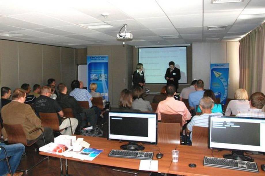 Seminarium ZWCAD 2010 - Łódź, 16 czerwca 2010, zorganizowane przez Usługi Informatyczne SZANSA. Podczas seminarium zaprezentowano możliwości najnowszej wersji programu, jego najważniejsze funkcje i zalety, którymi wyróżnia się na tle konkurencyjnych aplikacji CAD. Znaczna część spotkania poświęcona była tematyce nakładek branżowych, które znacznie rozszerzają funkcjonalność ZWCAD'a